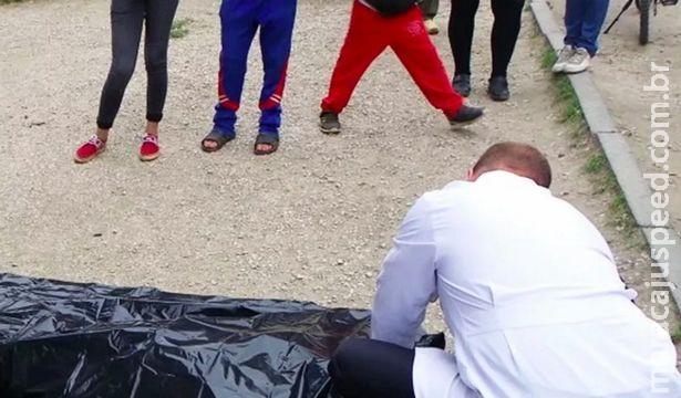Mãe descobre que filho morreu via foto de grupo em WhatsApp