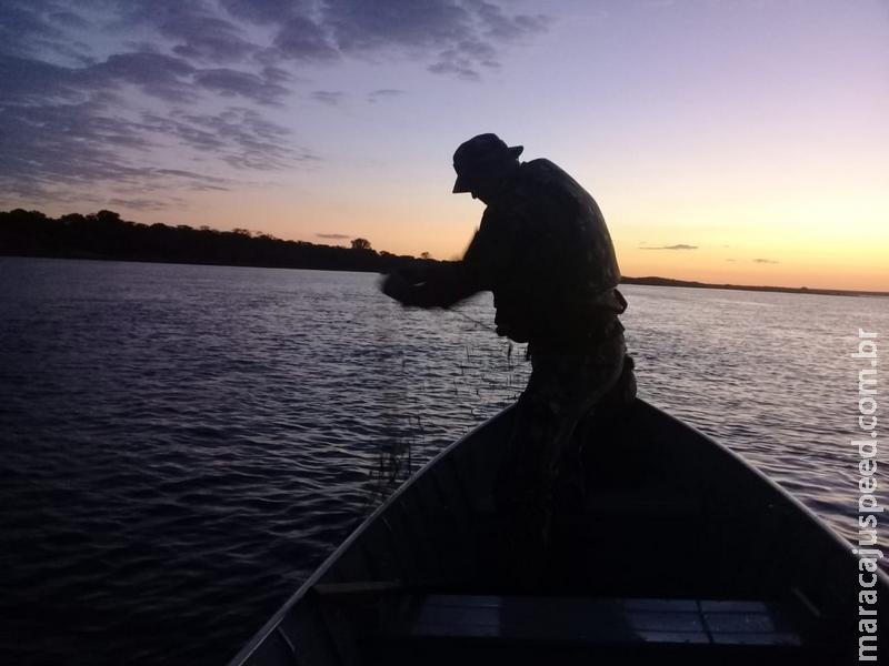 PMA apreende 1 km de redes de pesca e liberta 18 kg de peixes dos petrechos ilegais