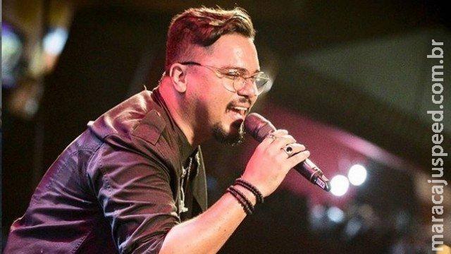 Vocalista do Sorriso Maroto se afasta dos palcos após ser diagnosticado com problema no pulmão