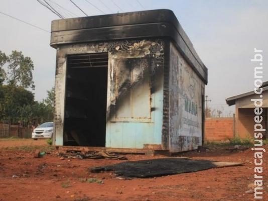 Dependentes químicos colocam fogo em trailer e um é atingido pelo fogo