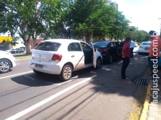 Afonso Pena tem engavetamento envolvendo carro com gestante e bebê