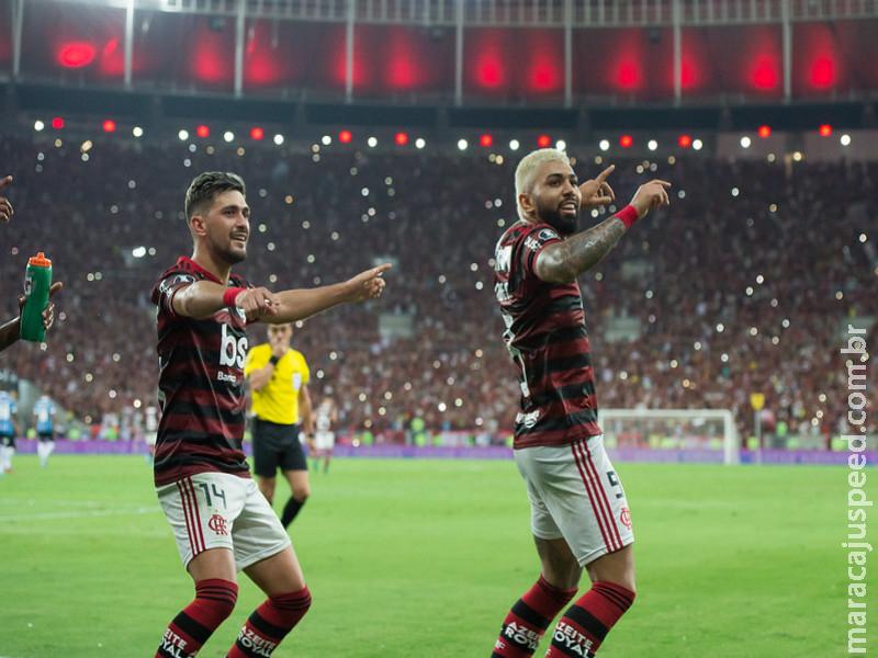Flamengo dá baile em Maracanã lotado e Grêmio dança