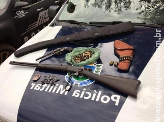 Depois de ameaçar policiais em vídeo, trio é preso com armas e munições