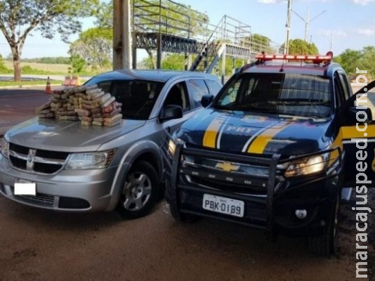 Família é presa transportando 56 kg de cocaína em fundo falso de veículo