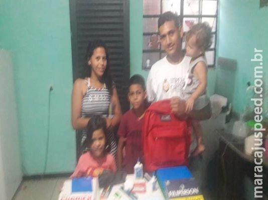 Escritores adquirem material escolar para criança venezuelana