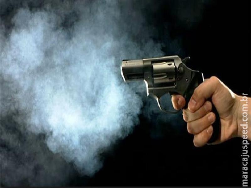Maracaju: Homem dispara arma de fogo contra sua própria barriga em área rural