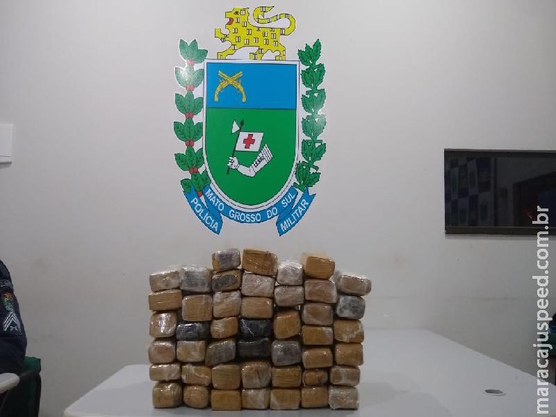 Maracaju: Polícia Militar apreende 45 tabletes de maconha em bagagem abandonada, após autor empreender fuga ao ver viatura policial