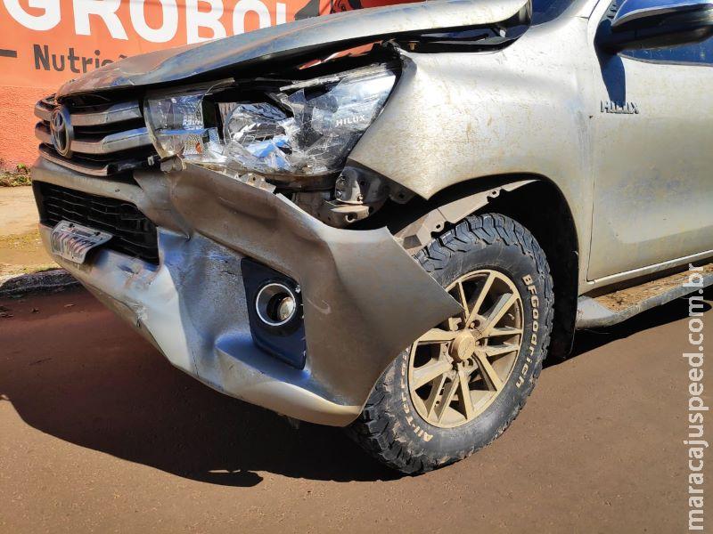 Motoristas escapam ilesos de acidente entre carro e caminhonete em Aquidauana