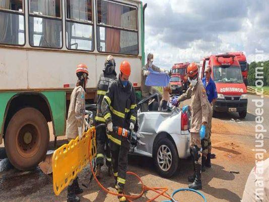 Batida entre carro e ônibus deixa trabalhadores de usina feridos em MS
