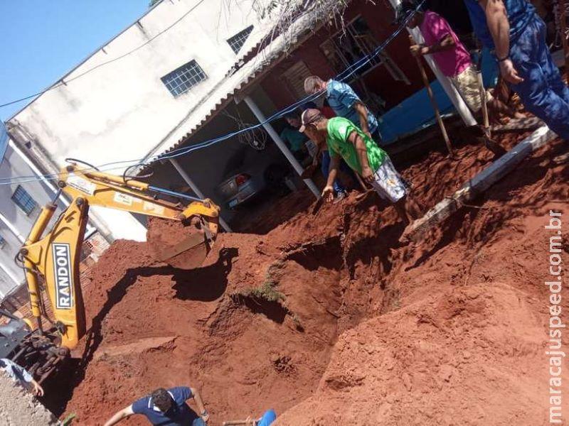 Trabalhador morre soterrado em fossa após dois desabamentos