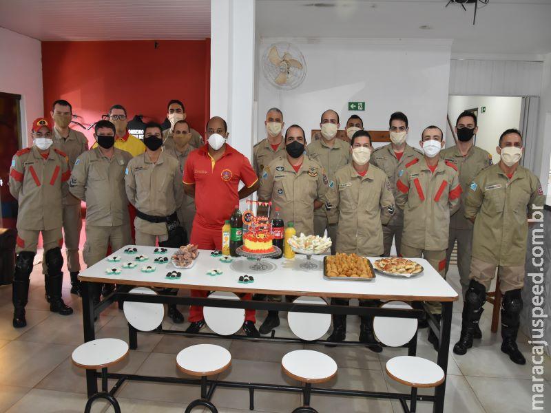 """Corpo de Bombeiros acorda população de Maracaju com """"Alvorada Festiva"""" em comemoração ao seu dia"""