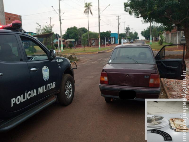 """Maracaju: Polícia Militar detêm indivíduo com várias passagens pelos meios policiais. Autor escondia três trouxinhas de maconha em """"MOCÓ"""" no interior de veículo"""