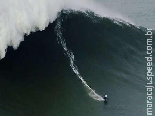 Brasileira quebra recorde de maior onda já surfada por uma mulher