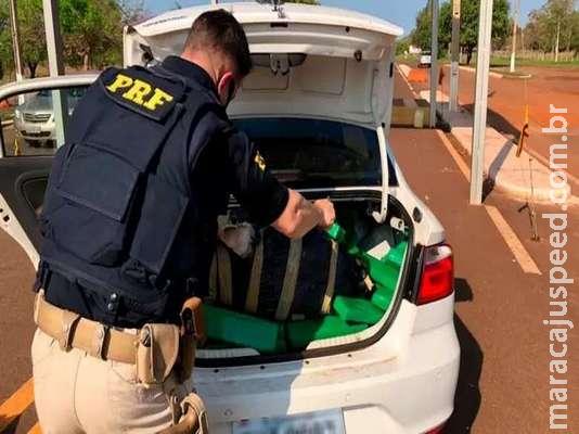 Homem é preso com veículo roubado carregado com 417 quilos de maconha