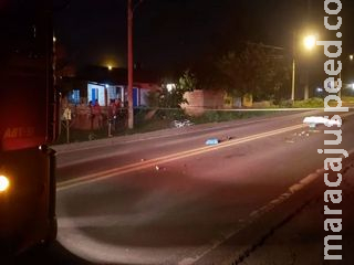 Ciclista morre atropelado no anel viário e motorista foge do local
