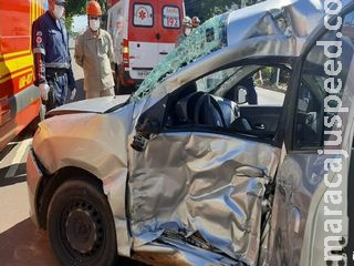 Motorista de aplicativo passa mal, colide em ônibus e morre em Campo Grande
