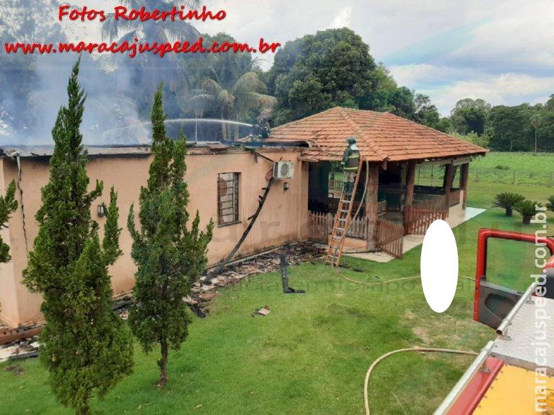 Maracaju: Bombeiros atendem ocorrência de fogo em sede de fazenda. Chamas consumiram quase toda a residência
