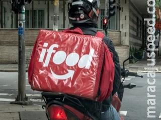 Com mochila do iFood, ladrão assalta amigos em semáforo na Mato Grosso