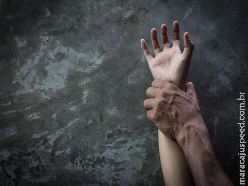 Maracaju: Agentes do SIG prendem pai estuprador em flagrante, após ele estuprar sua filha de 10 anos de idade, na Vila Juquita
