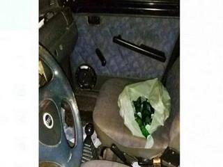 Motorista bebe 18 garrafas de cerveja, fura sinal vermelho e causa acidente com Hilux