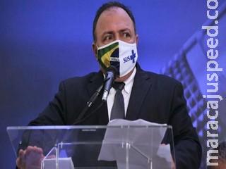 Pazuello diz que vacinas contra corona devem chegar sábado no Brasil