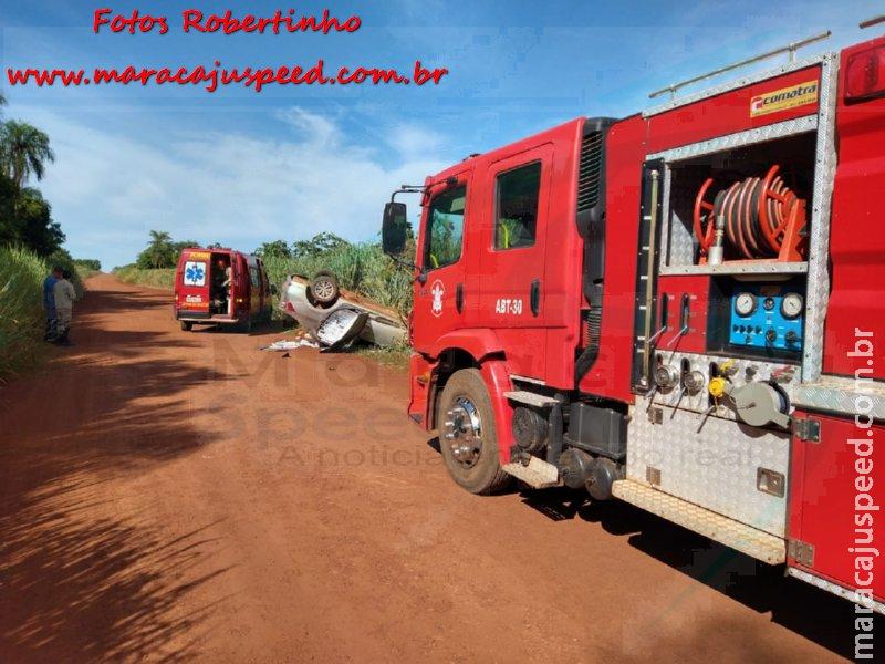"""Maracaju: Corpo de Bombeiros atendem ocorrência de capotamento na estrada """"Corredor do Polaco"""", vítima ficou presa no interior do veículo"""