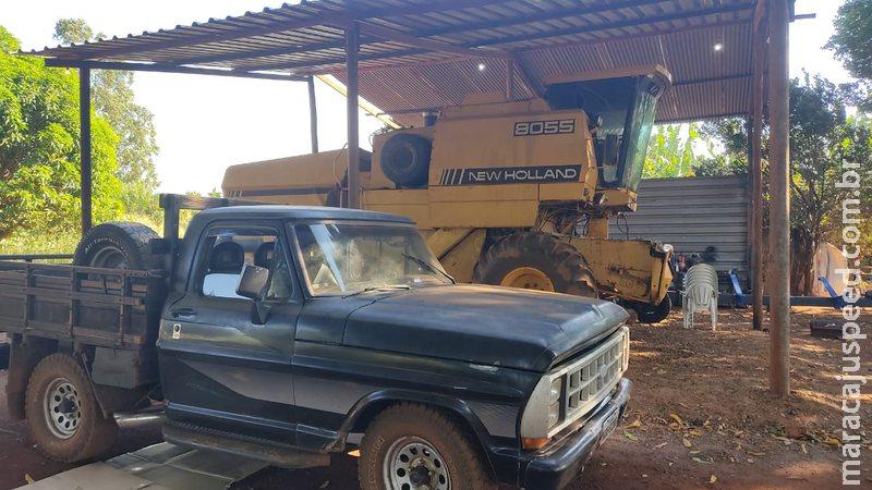 Em ação contra furtos praticados em fazendas, polícia recupera colheitadeira que estava em aldeia