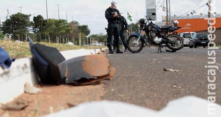 Motociclista morre após ser atropelado e arrastado na Capital