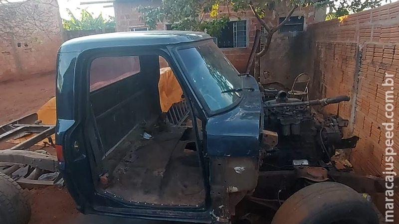 Polícia 'estoura' desmanche de carros furtados em Campo Grande e 3 são levados para a delegacia