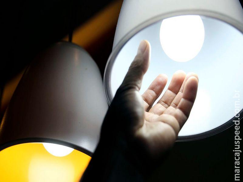 Aneel prorroga proibição de corte de luz por inadimplência