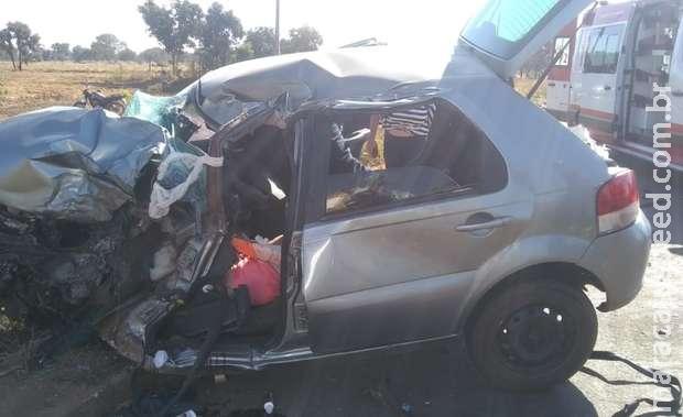 Mulher morre após acidente entre carro e carreta em MS