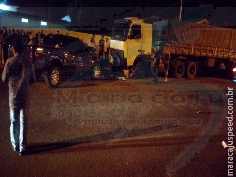 Maracaju: Jovem de apenas 19 anos de idade morre após colisão frontal entre caminhonete Hilux e carreta estacionada