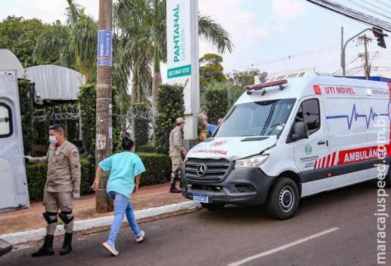A caminho de hospital, ambulância com paciente grave se envolve em acidente