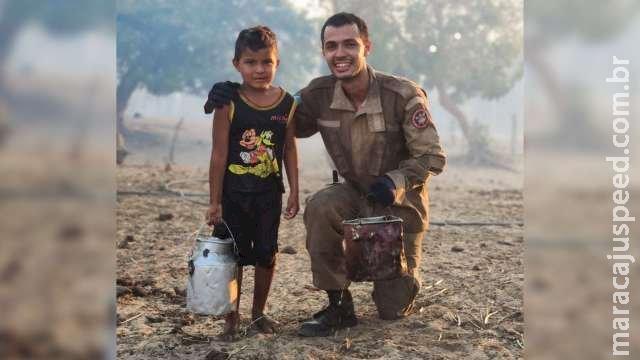 Aos 5 anos, menino emociona ao tentar ajudar Bombeiros para salvar sua casa em MS
