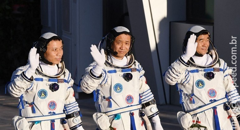Astronautas chineses retornam à Terra após 90 dias no espaço
