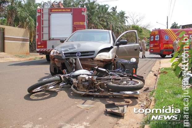 Motociclista fura preferencial e fica ferido com acidente na Vila Nasser