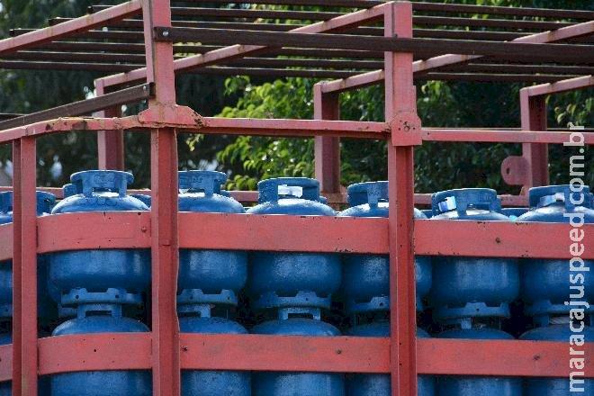 Projeto propõe bancar 50% do preço do gás de cozinha para famílias de baixa renda