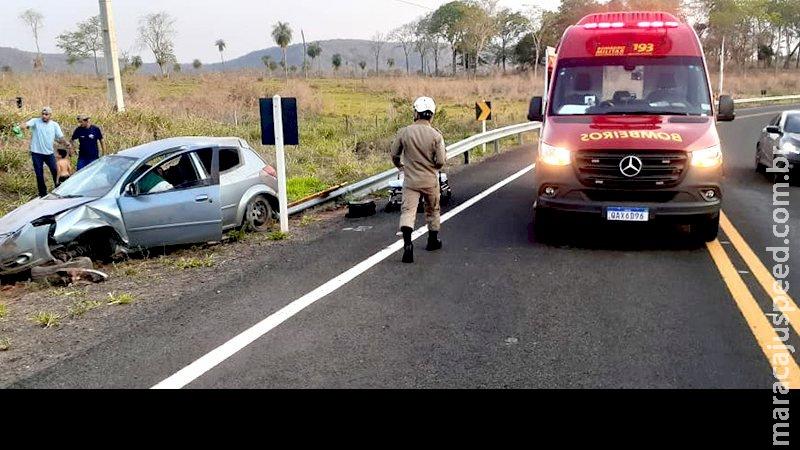 Três crianças ficam feridas em capotamento de carro na MS-450