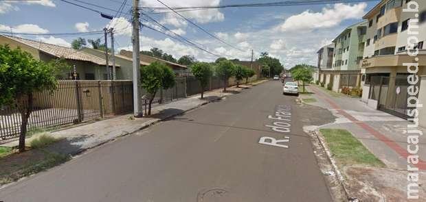 Morador é preso por agredir usuário de drogas que invadiu sua casa na Vila Carlota